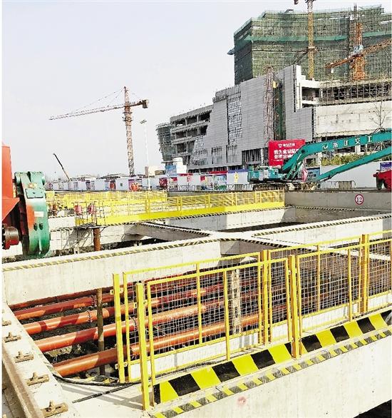 杭海城际铁路的车站结构渐渐成型。