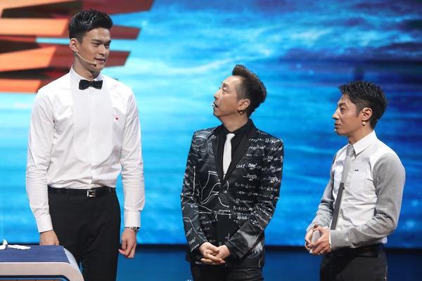 小撒孙杨同框引网友调侃 上演最萌身高差
