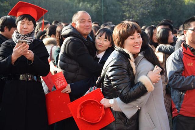 杭州高级中学学子迎成人礼 四代校友齐聚送祝福(图)