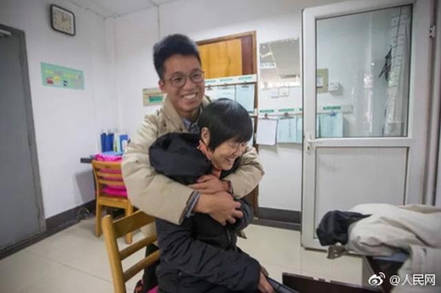杭州电子科技大学一宿管阿姨退休 七百学子深情挽留