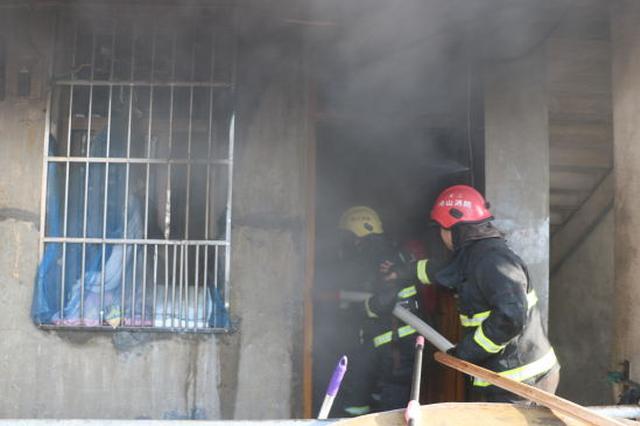 浙江嵊泗一民房煤气泄漏爆燃 消防成功疏散2人