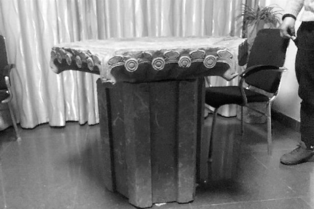 浙江1老板雇12人盗窃清代古墓塔 运回家组装当茶几