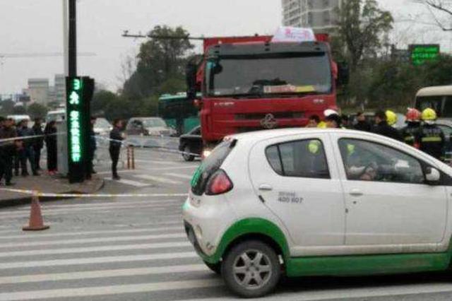 杭州1爷爷骑电动车接孙女放学 双双倒在工程车轮下