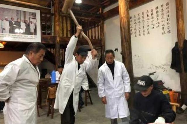 杭州有支老年打年糕队 去年打了1万斤年糕(图)