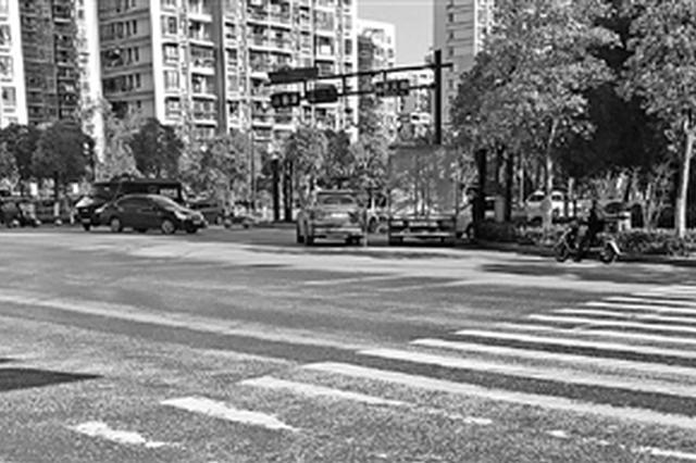 杭州滨江现杀人路口车多人杂 家长:最怕过这个路口