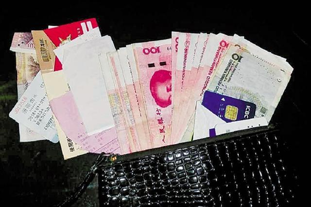 杭州一特警接孩子路上捡到钱包 20多分钟找到失主
