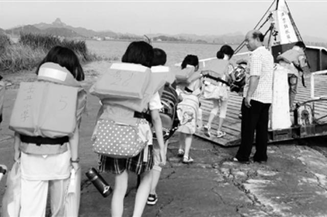 曾跨海护送学生15载 宁波宁海最美摆渡人张翎飞去世