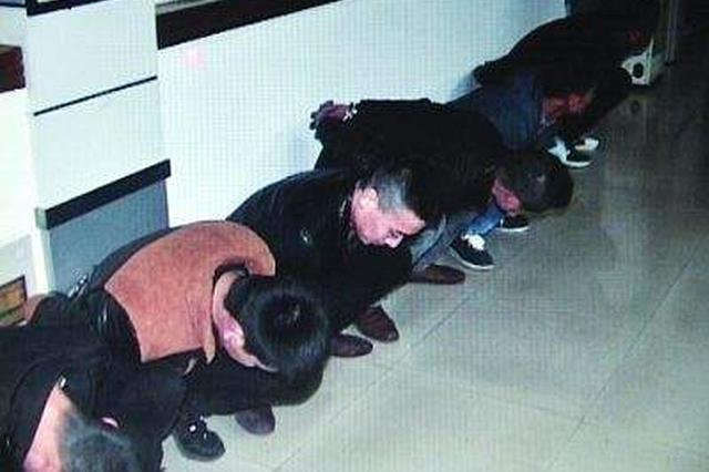 杭州两伙人在KTV群殴 有人拿半截酒瓶往别人肚子上捅
