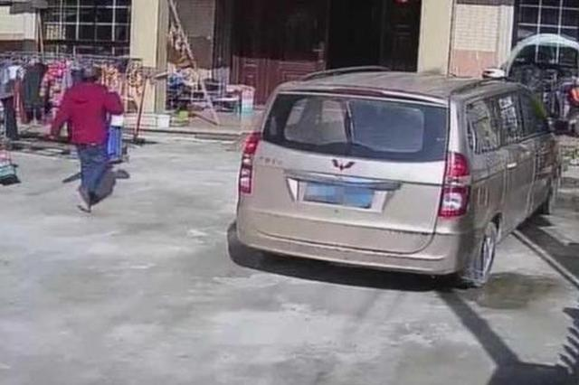 杭州1租客偷房东钱财 红外套换成蓝马甲上演无间道