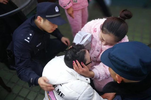 杭州民警16楼翻墙而出 托举轻生孕妇60秒