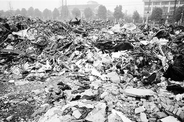 杭州一拆迁后空地成垃圾场 官方:春节前会清理