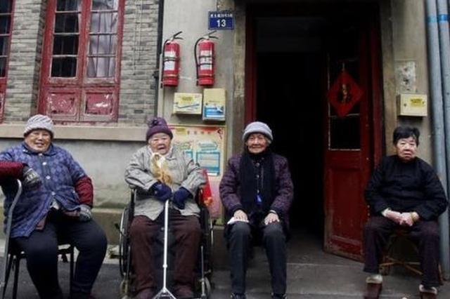 杭州4位九旬闺蜜相约过百岁生日 64年邻里相互为伴