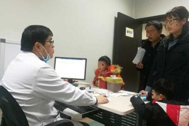 杭州儿科医生的一天 感冒也坚持门诊值班