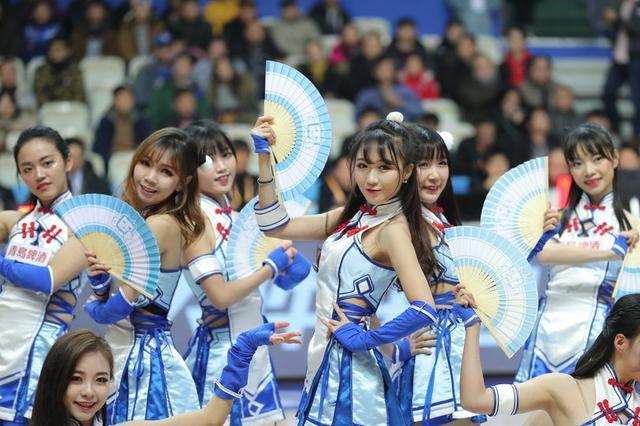 浙江男篮蕞红啦啦队活力热舞助威球队