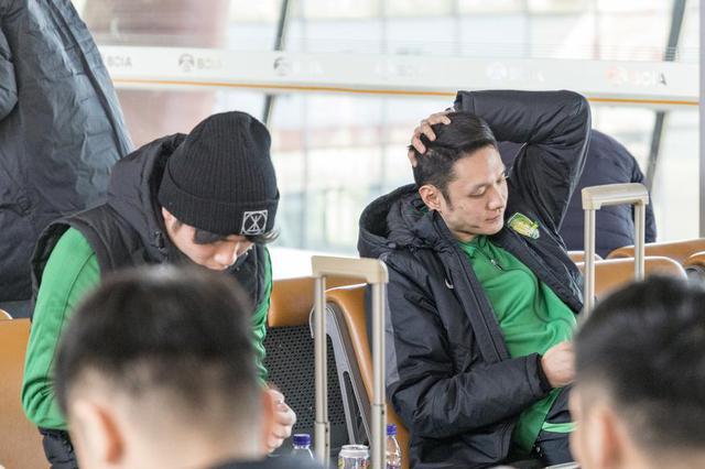 杭州小学生写作文吐槽父母 出镜率最高的是玩手机