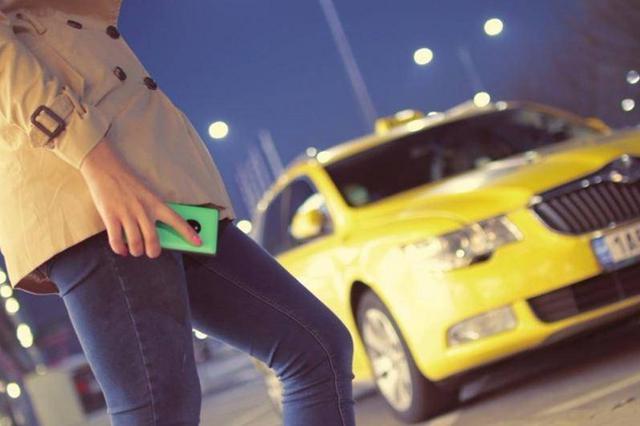 温州女子回老家参加生日趴 却被网约车司机扔在高速出口