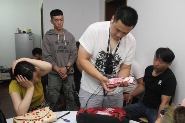 金华1戏台边的赌博团伙被端 村民曾一天输20万元