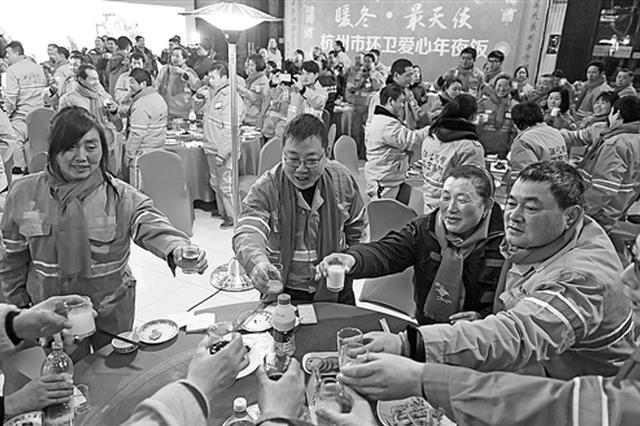 杭州有环卫工17年没回家过年 春节工作量是平时的3倍