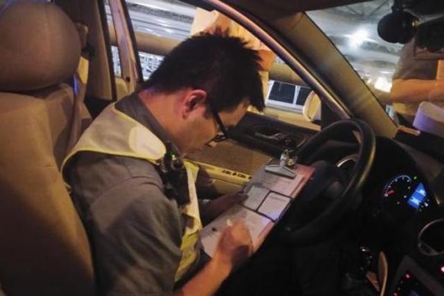 杭州男子质疑出租车计价器有猫腻 投诉后却没说法