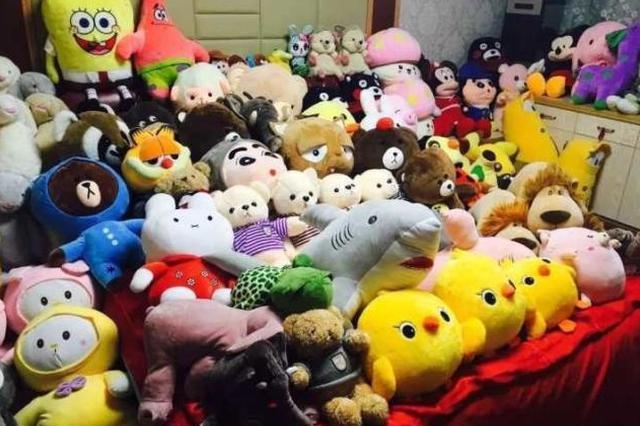 杭州90后夫妻一年抓两卡车娃娃