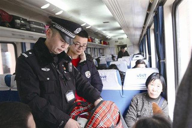 温州1乘警工作19年2次回家过年:车上来回要走10公里