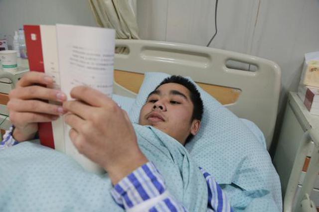 在宁波打工00后小伙维修机器遭遇意外 双腿遭截肢