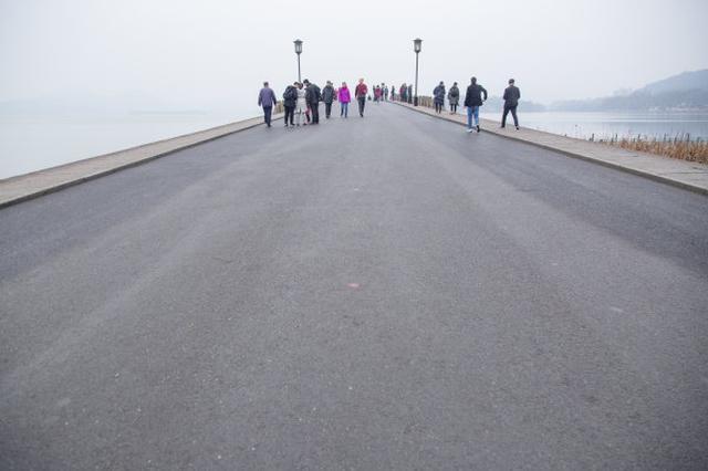 除夕杭州接待60余万游客 客流高峰初二就会来