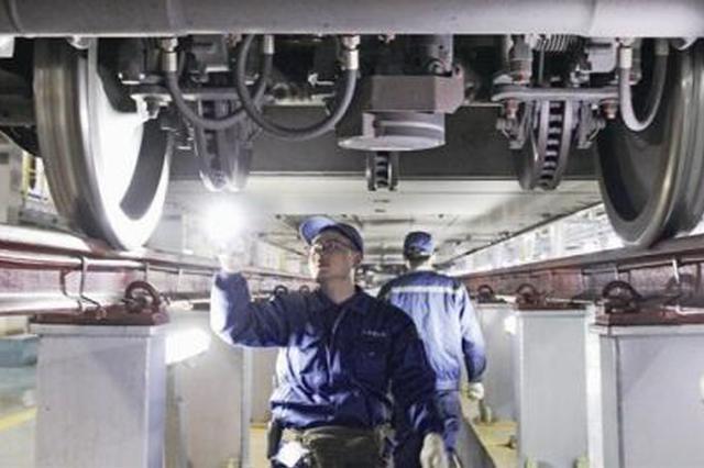 杭州动车医生的一夜:彻夜检修 保障列车行驶安全