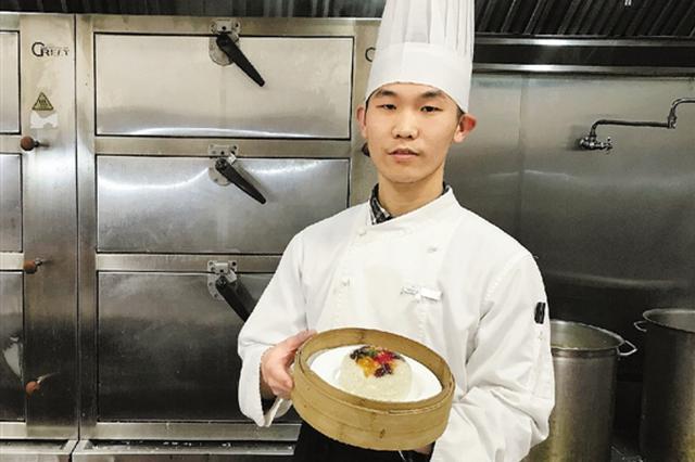 杭1小伙见识生平最隆重的年夜饭 许愿要做最棒的厨师