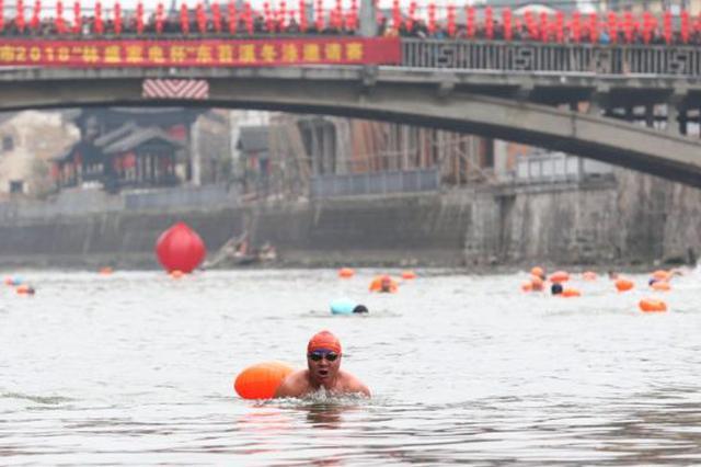 湖州80名冬泳爱好者畅游东苕溪 感受治水良好效果