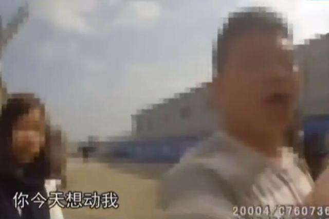 温州1男子酒驾差点撞警车 口出狂言推搡辱骂交警