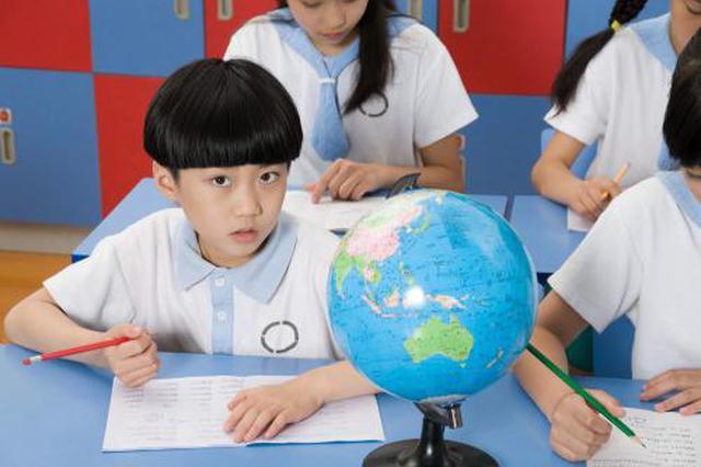 新学期杭州小学生推迟半小时上学 家长仍在适应中