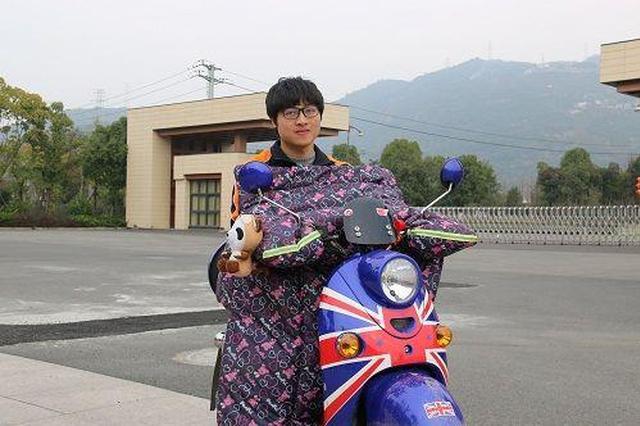 骑行300余公里 温大学生独自骑电动车回校报到(图)