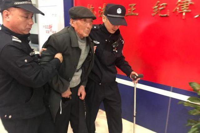浙江86岁失聪老人无法确认身份 民警暖心寻家人