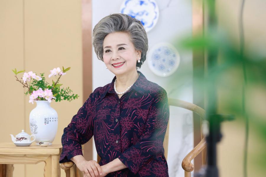 浙江71岁老人成淘宝女郎
