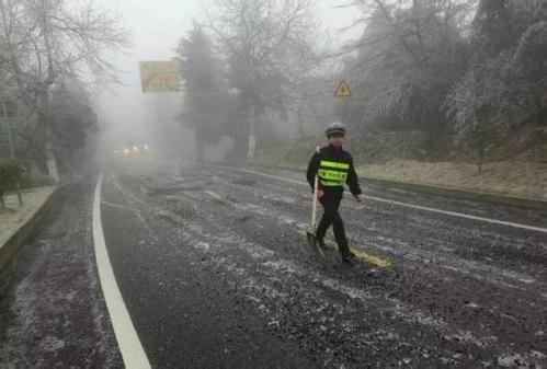 杭州交警未雪绸缪 启动冰雪天气交通管理应急预案