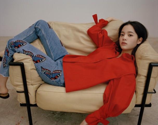 17岁欧阳娜娜飞巴黎拍广告呈现东方美