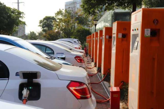 今年杭城新增充电桩2980个 2公里内能充电(图)