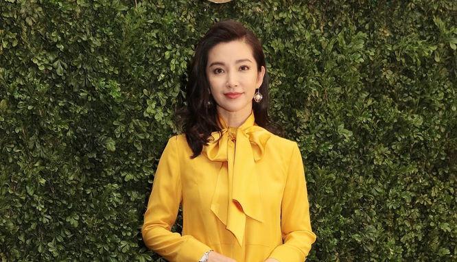 李冰冰穿黄色连衣裙 露美腿秀好身材气质优雅