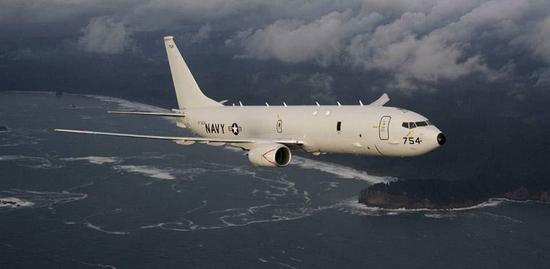 P-8A機上定員9人,但實際使用中經常會有額外人員參與行動