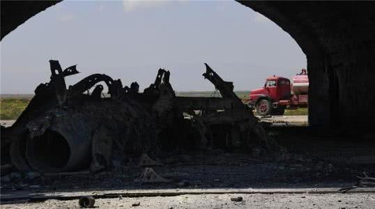 美軍當時空襲敘利亞也是,沒頭沒尾地發射了一輪導彈,對戰局幾乎沒有影響