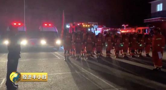 四川震區90小時含淚記錄 他們用雙手刨出生命通道|消防員|救援|被困者