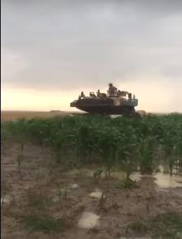 美軍坦克軍演迷路 竟開到羅馬尼亞農田去了(圖)