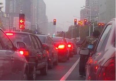 自动挡车档位_自动挡车等红灯挂什么档 P档N档都伤车-手机新浪汽车