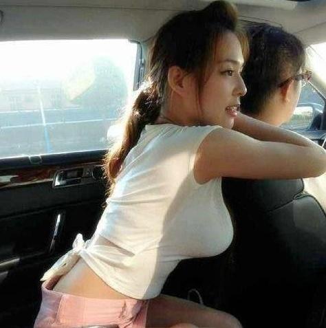 司机慢点开,我女朋友胸快撞晕了