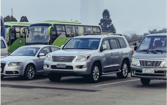 朝鲜街头豪车_实拍朝鲜街头的豪车与破车,中国品牌在这里成街头时尚!-新浪