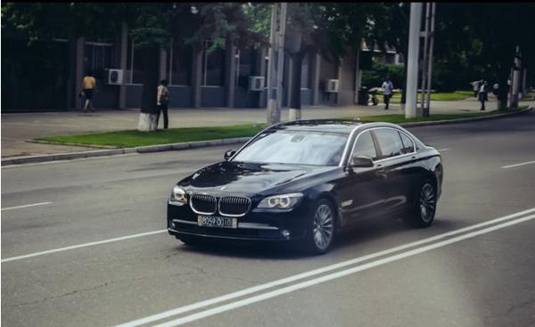 朝鲜街头豪车_实拍朝鲜街头的豪车与破车-新浪车