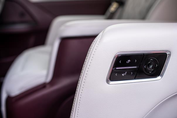 第二排豪华贵宾座椅新增集成控制按键