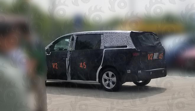 荣威品牌首款MPV谍照独家曝光