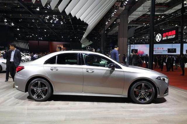 奔驰A 220 L 4MATIC上市 售29.98万元